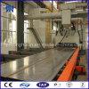 Роликовый конвейер проходят через дробеструйная очистка машины на стальную пластину
