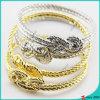 Los brazaletes de la pulsera del metal de las mujeres venden al por mayor
