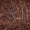 電流を通された庭の景色の芝地は反Rust&#160棒ピンを綴じる;