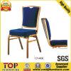 El apilamiento de aluminio sillas para banquetes