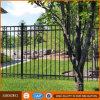 Cerca residencial decorativa e portas do ferro feito