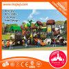 Vorschulkind-Übungs-im Freiengeräten-Spielplatz-Aktivität