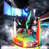 Машина парка атракционов управляя машиной игры участвуя в гонке автомобиля имитатора