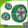 Moule élastique vert de polyuréthane sur les roues en aluminium de noyau