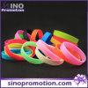 Kundenspezifisches Fashion Thin Rubber Silicon Bracelet für Men und Women