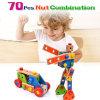 As crianças de madeira que montam a madeira robótico fingem brinquedos educacionais do jogo