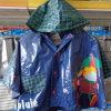 La jupe en gros de pluie d'enfants de vêtements imperméables de PVC badine le poncho d'imperméable