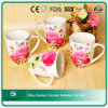 Caneca cerâmica do chá do projeto da flor