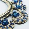 Collier bijoux à main