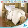 Lino de la cama de hospital en el color blanco