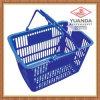 Le plastique de supermarché traite le panier à provisions