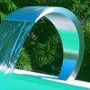 プールのマッサージのカーテンの滝