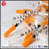 Siringa a gettare 1ml dell'insulina con l'ago fisso