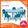 유치원을%s 아이 플라스틱 테이블 그리고 의자 가구
