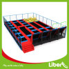 Parque del trampolín del deporte de interior con baloncesto