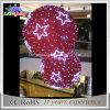 거대한 크리스마스 축제 공은 쇼핑 센터를 위한 크리스마스 점화를 꾸몄다
