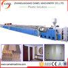 WPC a émulsionné machine de production de plaque/ligne en plastique en bois d'extrusion de porte/panneau