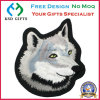 Adhésif de la chaleur de 100 % de la conception de chien de tissu brodé d'un insigne
