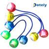 Bola del yoyo de la mano de la persona agitada del color de la lámpara del LED