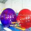 Bola que recorre del agua inflable colorida para el rodillo del deporte de agua
