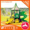 Corrediça ao ar livre colorida e engraçada do campo de jogos