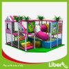 Campo de jogos interno comercial das crianças do tema da selva