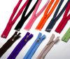 Tutta la chiusura lampo di plastica di nylon del metallo di colore di formato per gli accessori degli indumenti