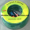 Jardin avec raccords de flexible en PVC et de la carte