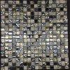 クリスタルグラスおよび石造りの混合されたモザイク床のタイル