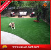مموّن [شنس] يرتّب عشب مرج اصطناعيّة