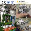 プラスチックプラグの作成のための縦の注入形成機械