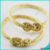 El metal del oro encanta el brazalete para la joyería de la muchacha