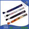 Kundenspezifisches preiswertes Festivalpolyester gesponnene Wristbands mit Firmenzeichen