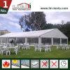 كبيرة بيضاء مسيكة [بفك] سقف أعلى خيمة لأنّ خارجيّة عرسات وأحزاب