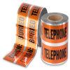 探索可能な警告テープを示す地下ケーブル