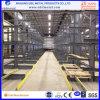 Prateleiras de armazenagem na Fábrica de depósito do operador de paletes