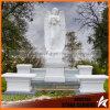 Angeli di marmo bianchi della lapide del grande granito con le ali