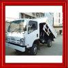 Isuzuのダンプカーの持ち上がるダンプのごみ収集車