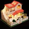 Grappig Poppenhuis met het MiniatuurHuis van Doll van het Meubilair voor Verkoop