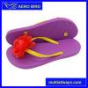 Cadute di vibrazione del sandalo delle donne della decorazione del fiore di modo