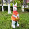 Poli decorazioni bianche del coniglio e dell'uovo di Pasqua