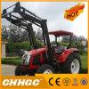 収穫機および農場の道具が付いている農業トラクター
