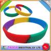 Il braccialetto/Wristband Colourful all'ingrosso del silicone con Debossed/regalo promozionale/ha personalizzato
