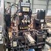 Gestreiftes Stahllochen, Ausschnitt-Maschine