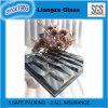 La decoración de vidrio, con el patrón de tallado de eléctricos