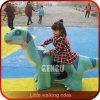 O Parque Temático de dinossauros simulação alta viagem de dinossauro
