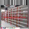 Пакгауз магазина фармации кладет розничную полку на полку индикации
