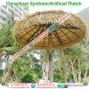 De tropische Synthetische Stijl van het Eiland met stro bedekt de Paraplu van het Strand van de Bungalow van het Water van het Plattelandshuisje van de Hut van de Staaf Tiki