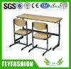 싼 학교 테이블 두 배 책상은 2개의 의자로 놓았다