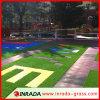 Hierba artificial del fútbol del área pública de la gimnasia